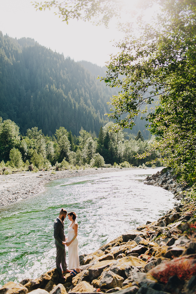 skyomish-river-elopement-photos-kristawelch-0021-1.jpg