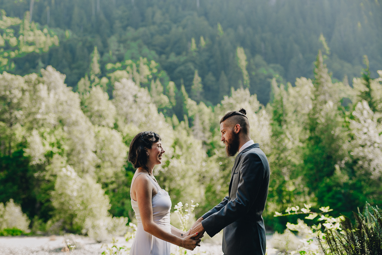 skyomish-river-elopement-photos-kristawelch-0049.jpg