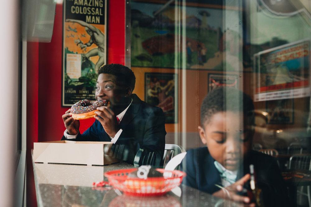 familyphotographyseattle-kristawelch-donuts.jpg