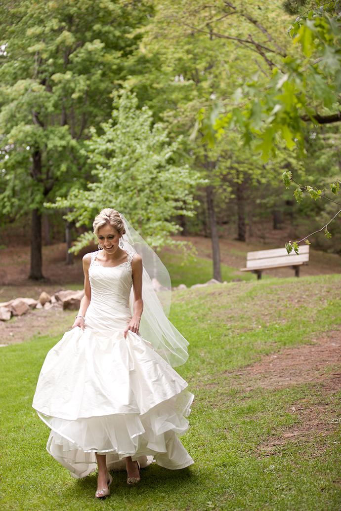 Florian gardens wedding heidi and johnathon lace hanky for Wedding dresses eau claire wi