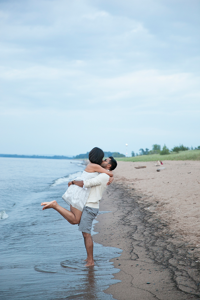 Beach_Duluth_Wedding_005.jpg