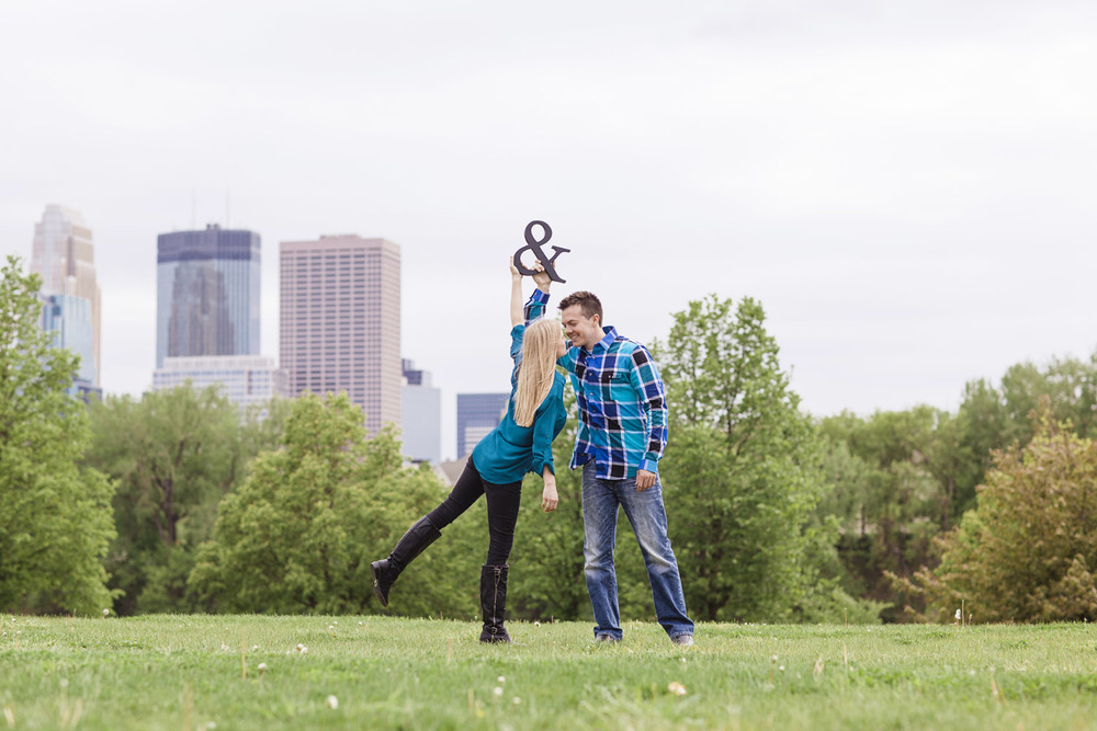 _LaceHanky_Minneapolis_EngagementPhotos_003.jpg