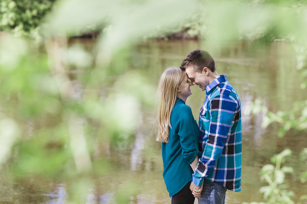 _LaceHanky_Minneapolis_EngagementPhotos_008.jpg