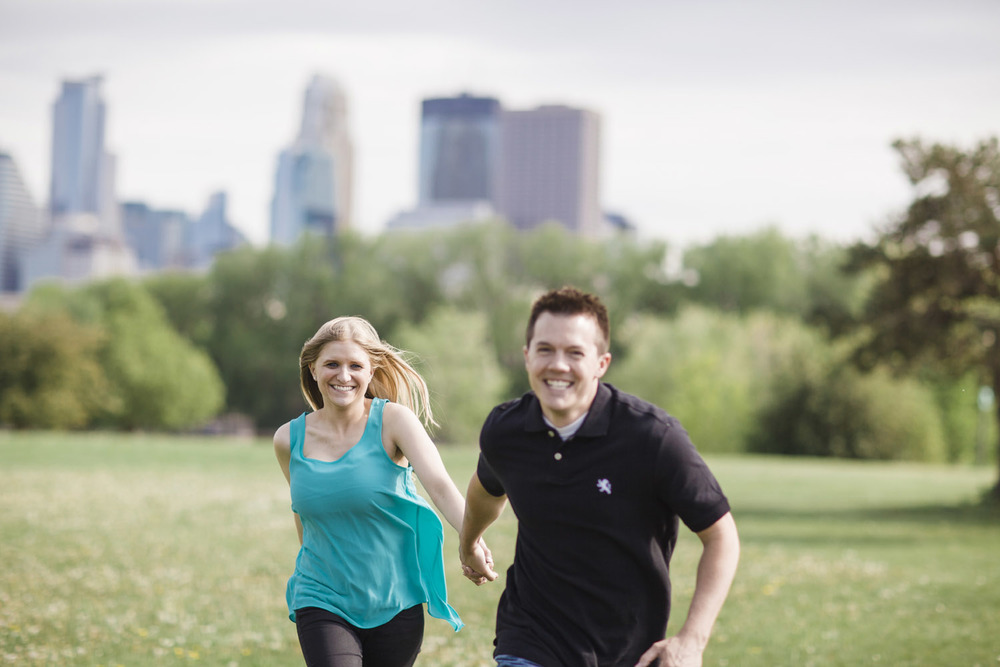 _LaceHanky_Minneapolis_EngagementPhotos_013.jpg