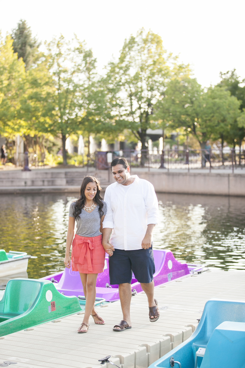 centennial_lake_edina_engagement_11.jpg