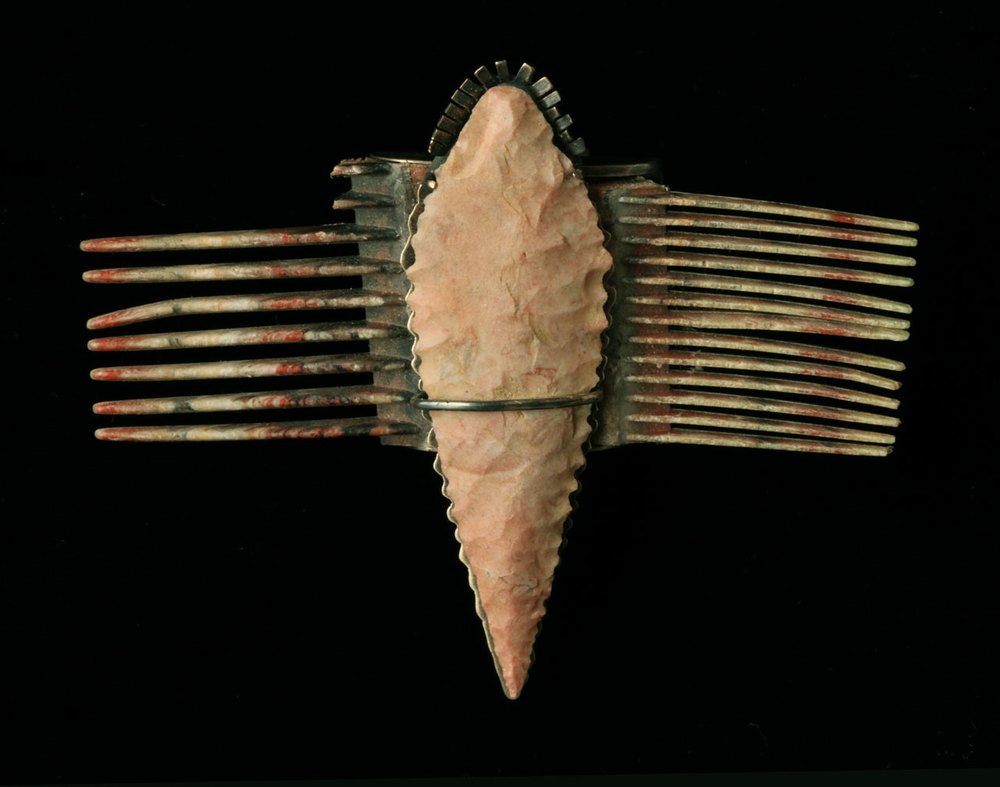 TOOTHED PICK pin of silver, stone, plastic comb fragments, 6.99 x 8.89 centimeters.