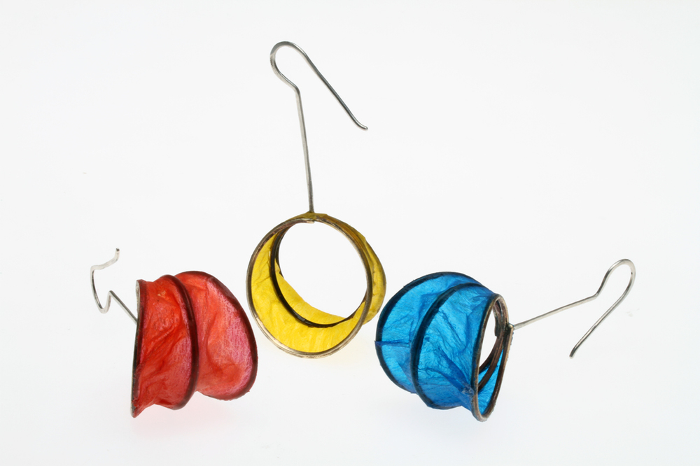 CROSSTOWN RIVALS COIL MATRIX EARRINGS, with the three coils completely covered with Coverlite and thoroughly shrunk with heatgun, resulting in a wrinkled, crinkly finish, 6.4 cm high.The yellow/red combination represents the colors of the University of Southern California (which I attended in my freshman year), while the yellow/blue is that of UCLA, where I got my Ph.D.
