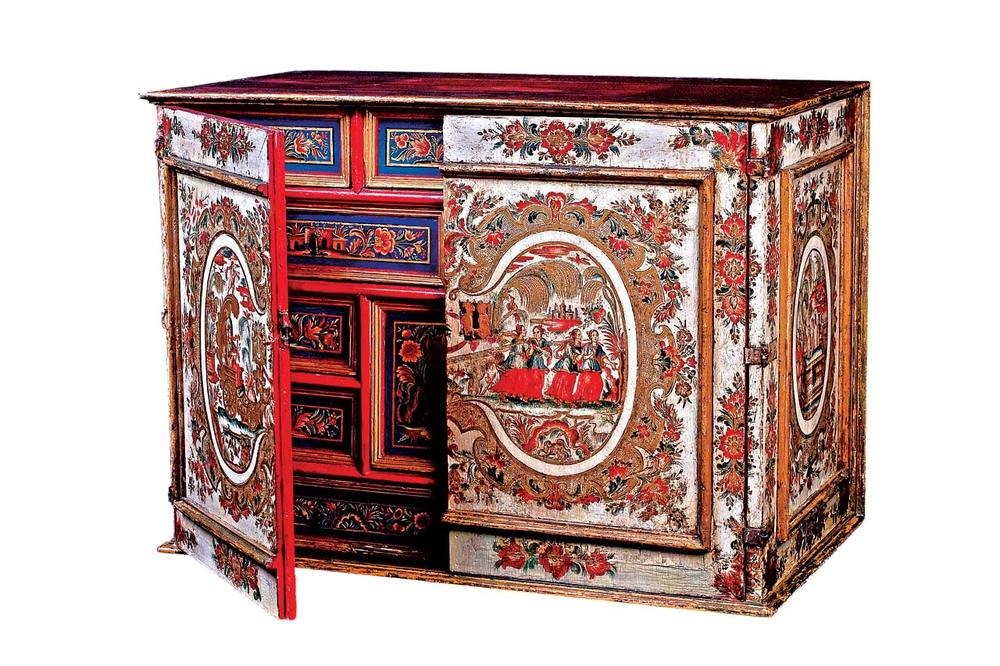 PAPELERA, writing desk of pine, lacquer and iron, Mexico, eighteenth century.  Photograph courtesy of Museo Franz Maye r.