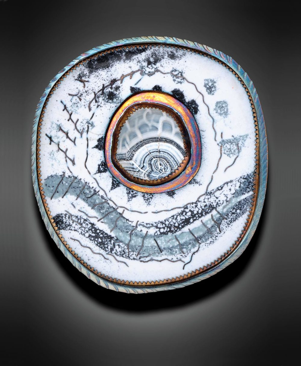 BROOCH of sterling silver, acid-etched agate and enamel, 5.08 x 5.08 centimeters, 2015.