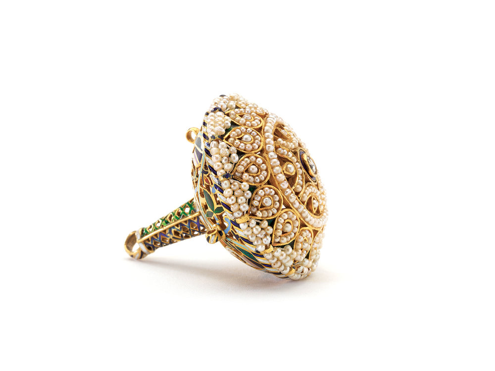 HEAD ORNAMENT  (borla)  of gold, pearls, diamond, enamel, 4.2 centimeters diameter, Udaijpur, Rajasthan, circa 1920.