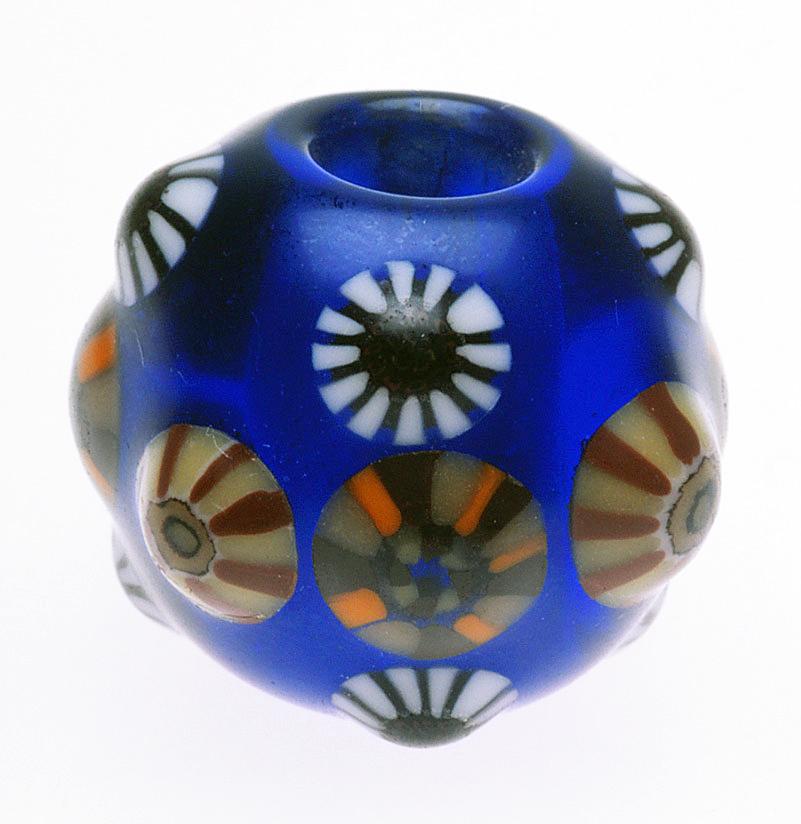 Kyoyu Asao's interpretation of an Edo Period glass bead or ojime (1.9cm high).