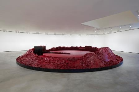 Anish Kapoor - My Red Homeland, wax, oil-based paint, motor, and steel,  Guggenheim Abu Dhabi, © Anish Kapoor; Courtesy Lisson Gallery, Photo: Dave Morgan