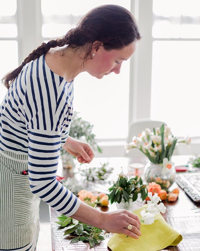Spring is upon us! And we are gearing up for some fun new workshops, weddings, cocktails, picnics and florals this season!  If you haven't booked your stay yet you better run 🏃🏼over to grab your spot and ask for our curated Moore House Experience Packages! ⠀⠀⠀⠀⠀⠀⠀⠀⠀ A fun workshop with @weatherlow_florals and @erinmcginn @littlebittecocktails @mettaevents @stoneacrebrasserie @the_cottage_ri  #getaway #waterfrontgetaway #escapethecity #newengland #newenglandgetaway #escapenewyork #wander #wanderlust #restfulgetaway #escape #moorehousecottages #historic #smalltown #mytinyatlas #rejuvenate #homeaway #airbnb #vrbo #waterfrontworkshop #rhodeisland #ri #newport #littlecomptonri #styleithappy #currenthomeview #smallspacesquad #pocketofmyhome #mycuratedaesthetic #hometohave #floralworkshop