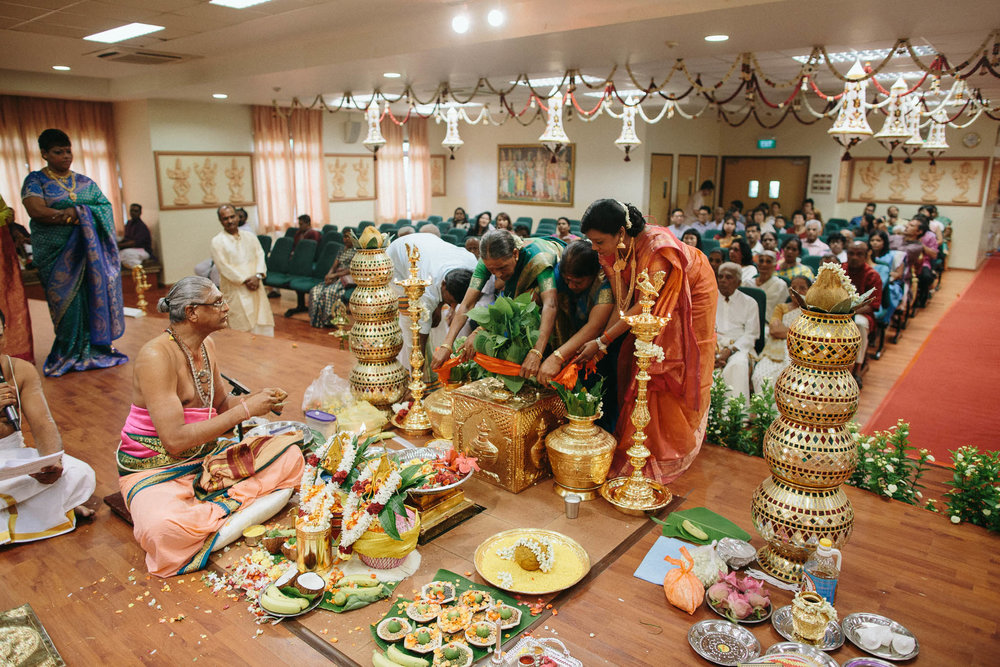 singapore-wedding-photographer-temple-bavani-sugu-26.jpg
