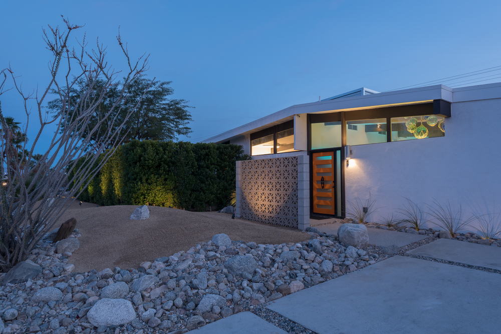 psTiki  is a huge mid-century modern home with 6 bedrooms and 5+ baths including a 35x35 great room, outdoor kitchen and private casita with separate kitchen.    MORE >