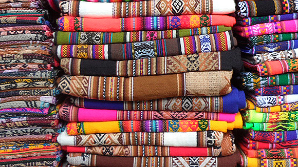 10-peru-pictures-folded-scarves