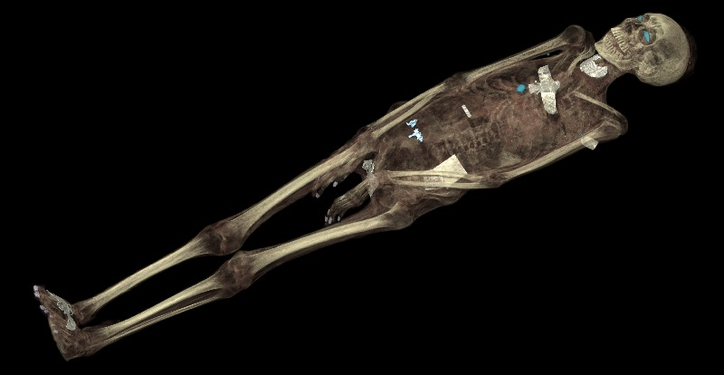 CT scan 3D visualization of the mummified remains of Tayesmutengebtiu, showing her skeleton and amulets. © Trustees of the British Museum.