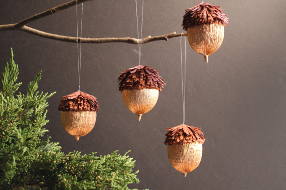 christmas-tree-ornaments-acorns