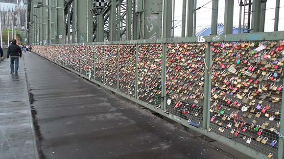 locks-of-love-cologne-4