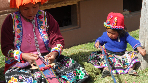 textiles-of-peru-10-weaving