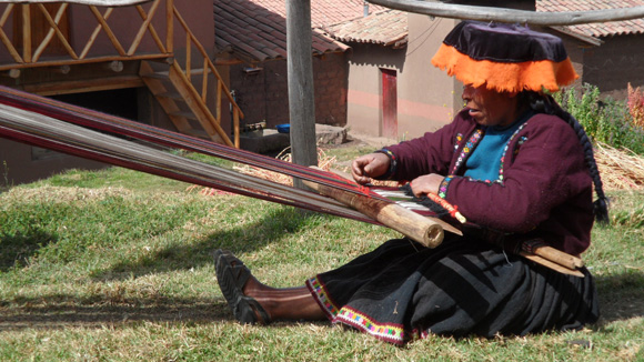 textiles-of-peru-11-weaving-2