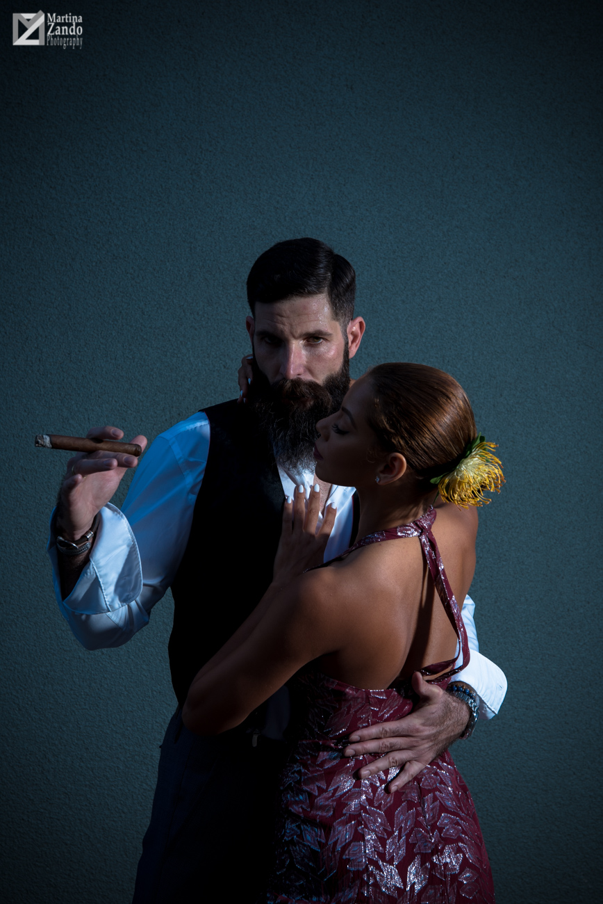 Alex Cigar Dandy Tango Dancing