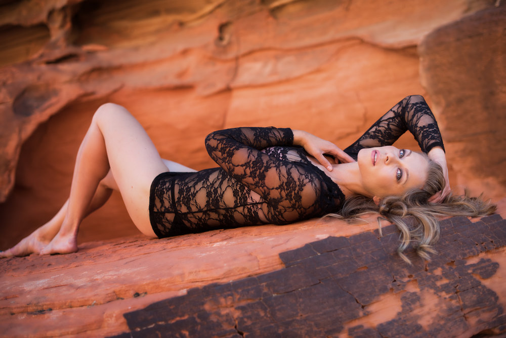 outdoor boudoir woman with lace top on red rock