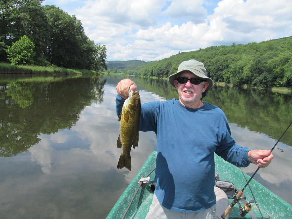 Rich T. gets himself a nice Delaware river Smallmouth.