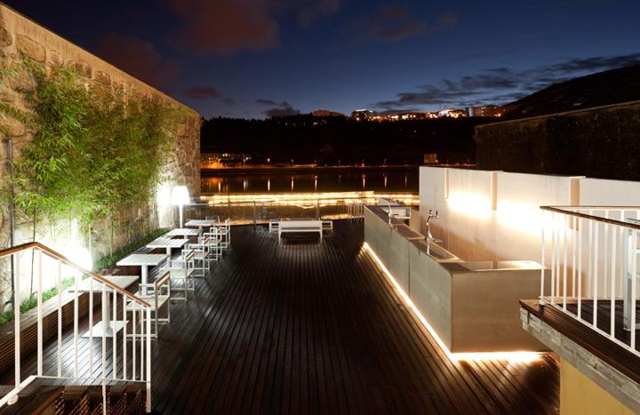 Gull-restaurant-bar-by-Alfredo-Resende-Arquitectos-Porto-Portuga.jpg