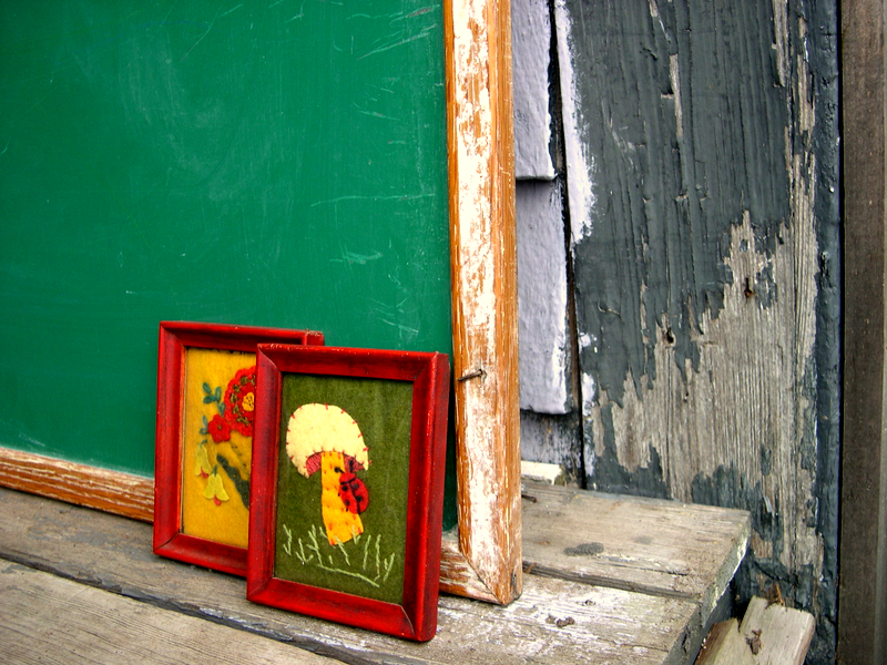 chalkboard%20and%20appliques.JPG