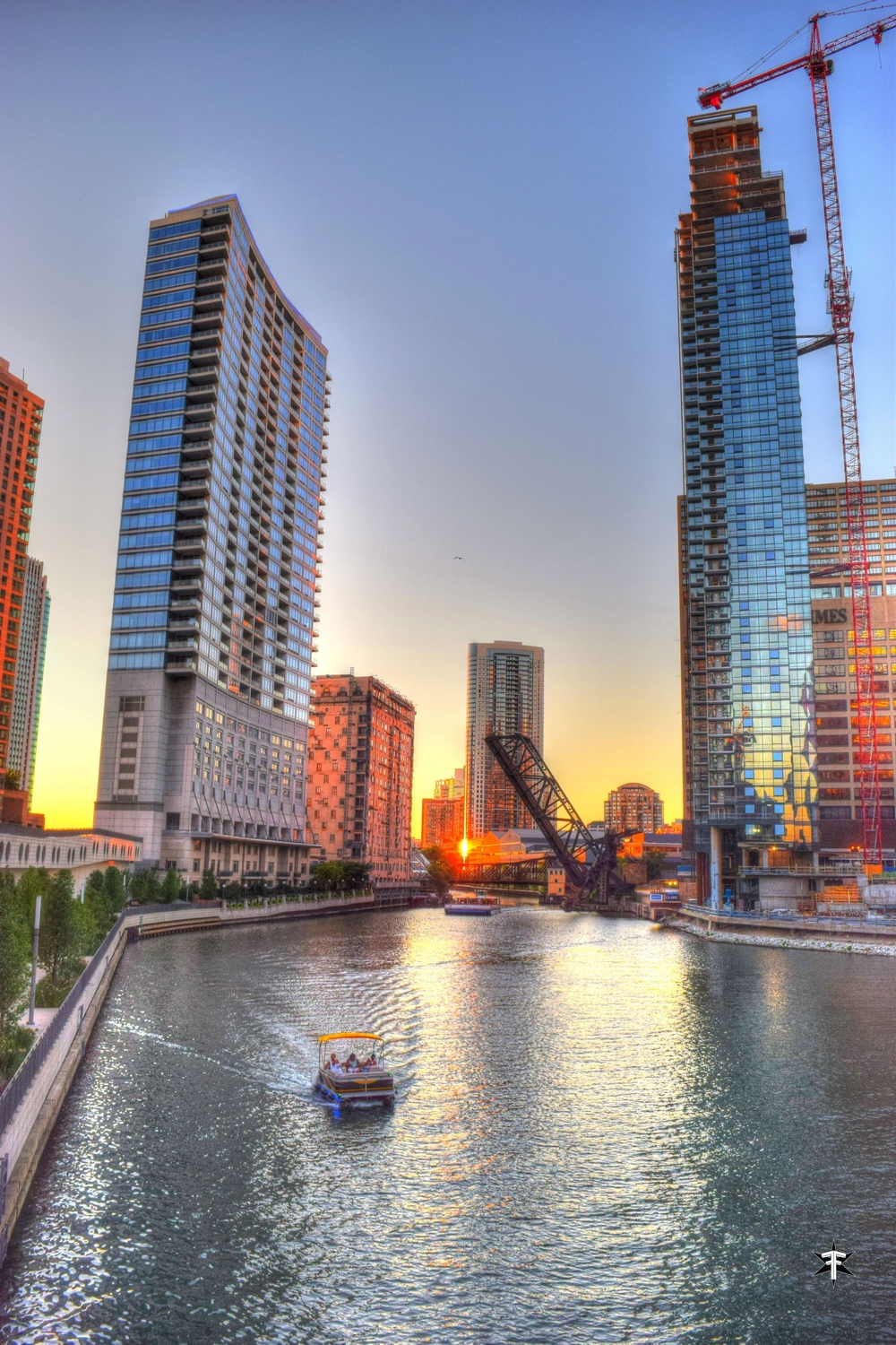batch_wolf point construction building chicago goldenhour sunset boat.jpg