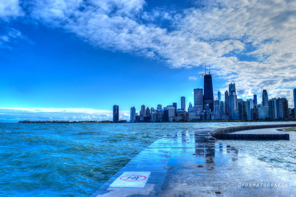 chicago.autumn.skyline.north.street.beach.breakwater.skyline.jpg