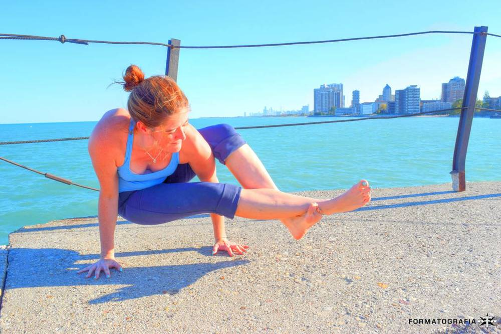 resizedlaura-chicago-yoga-pose-skyline-colorful.jpg