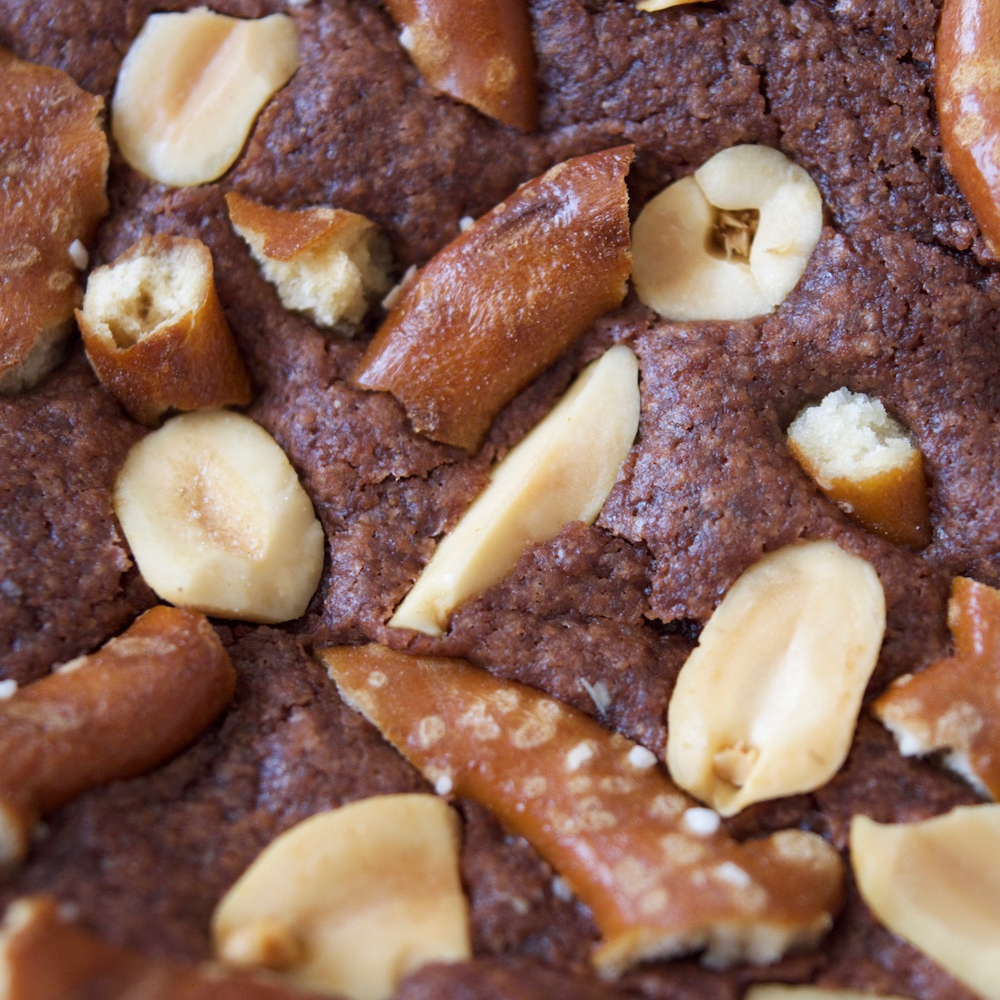 Brownies with pretzels and peanuts 3.jpg