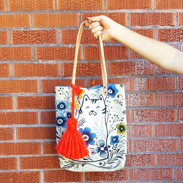 We love & live a DIY lifestyle... we also love to support handmade whenever we can! This fantastic purse is from @blissfulthingsbylani which we found at @wintrymarket a few years ago. It's one if those pieces that brings me joy to carry around, and then we added a tassel!! ❤😉 ___ #MakersUnwound #handmadeisbetter #waketomake #thisisboise #makersgonnamake #makersmovement #pnw #upperleftusa #boiseidaho #blissfulthingsbylani #diyaccessories #diylife #localpublication #lovetolearn #loveisthekey