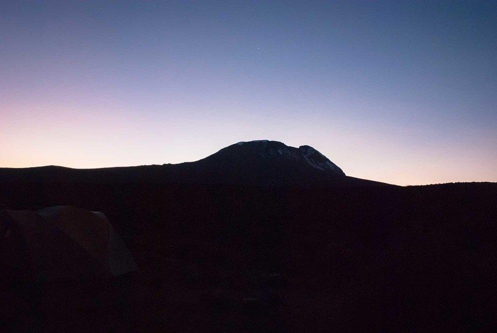 D3-03-Kibo-Sunrise-02-kilimanjaro.jpg