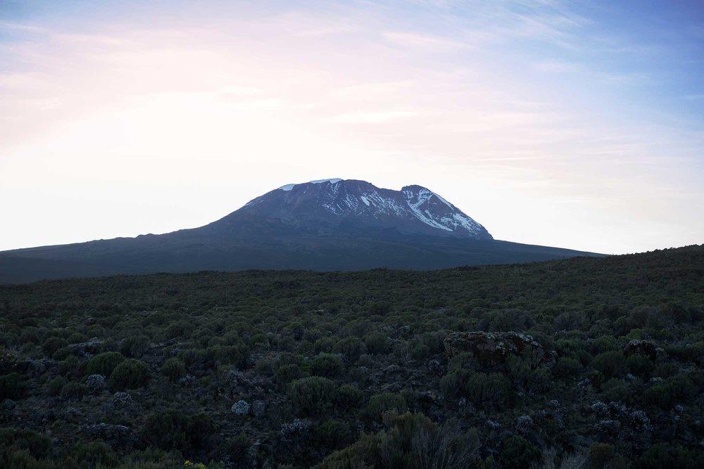 D3-04-Kibo-Sunrise-03-kilimanjaro.jpg