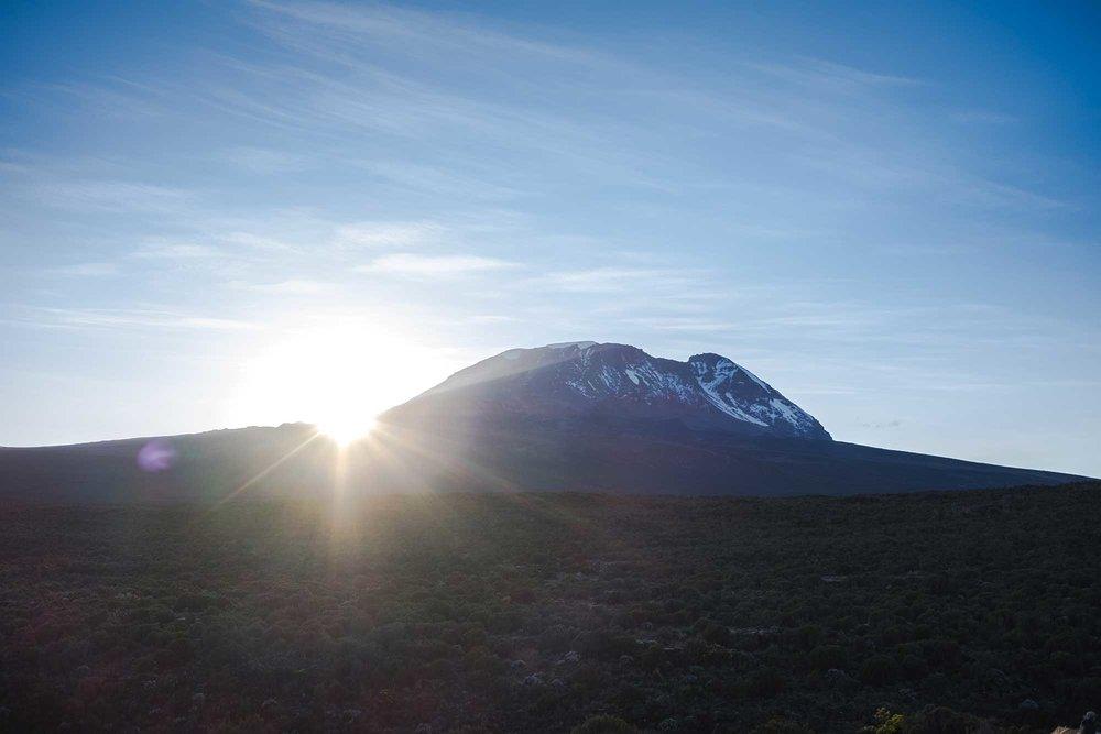 D3-07-Kibo-Sunrise-06-kilimanjaro.jpg