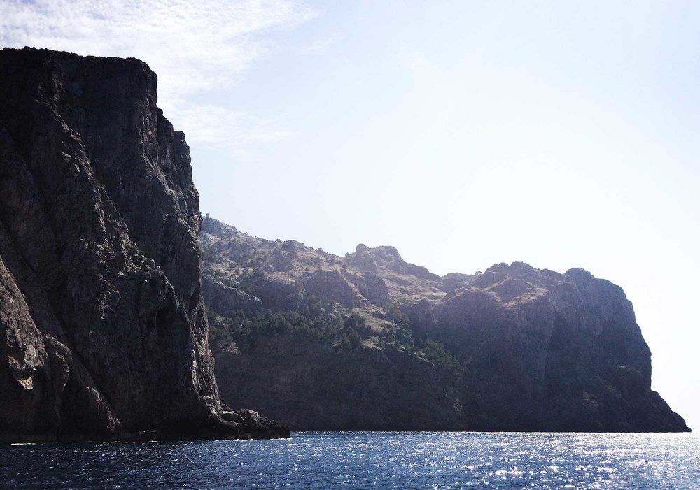 TDP-64-cliffs-on-ferry-ride-to-soller-torrent-de-pareis-mallorca-day-hike.jpg