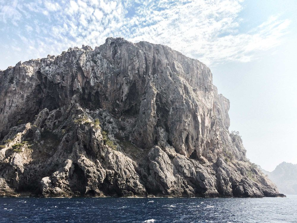 TDP-65-cliffs-on-ferry-ride-to-soller-torrent-de-pareis-mallorca-day-hike.jpg