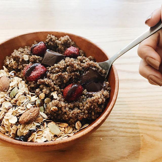 Our Dark Choc Quinoa Bowl is THE midweek indulgence 👌🏻