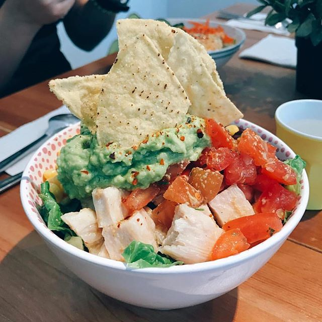 Our Brown Rice Burrito Bowl in her full glory, tortilla chip crown and all 📸: @shuyingong