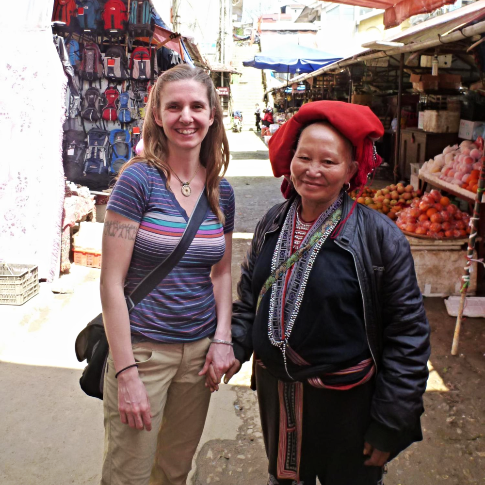 Jen bumps into Lo May's mom at the Sapa market
