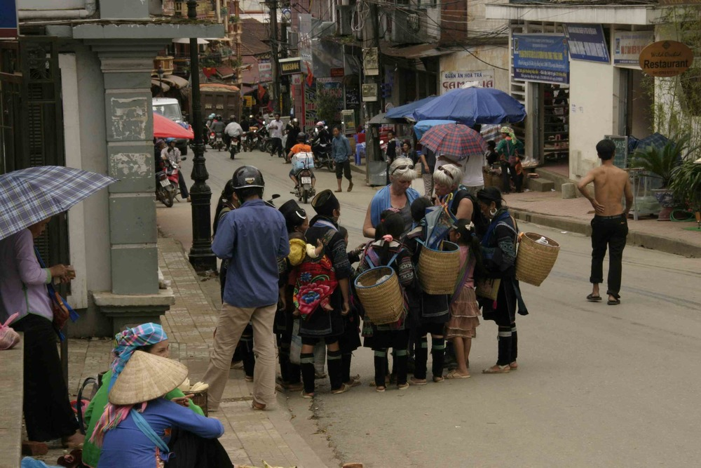 Sellers and buyers in Sapa town