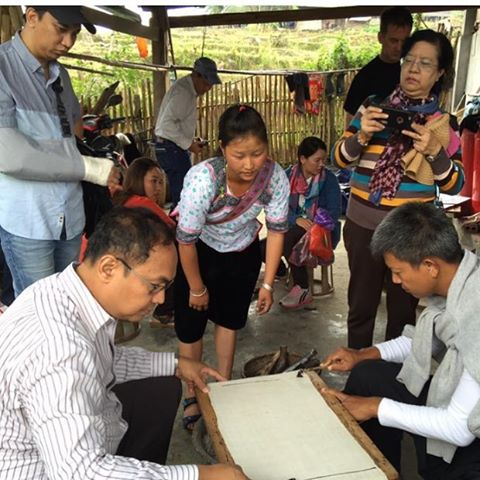 A delegation from #Myanmar, including the Myanmar ILO and the Ministry of Tourism is currently in Lao Chai learning from the community about the amazing things we have done in community based tourism.  Here Ms. Mee is demonstrating how the batik workshop takes place.  pc @ivychee  #communitybasedtourism #Vietnam #Sapa #hmong #experientiallearning #knowledgesharing #hanoiopenuniversity #CapilanoU