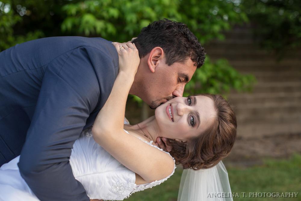 sacramento-wedding-photographer-08-ckeeck-kiss-dip.jpg
