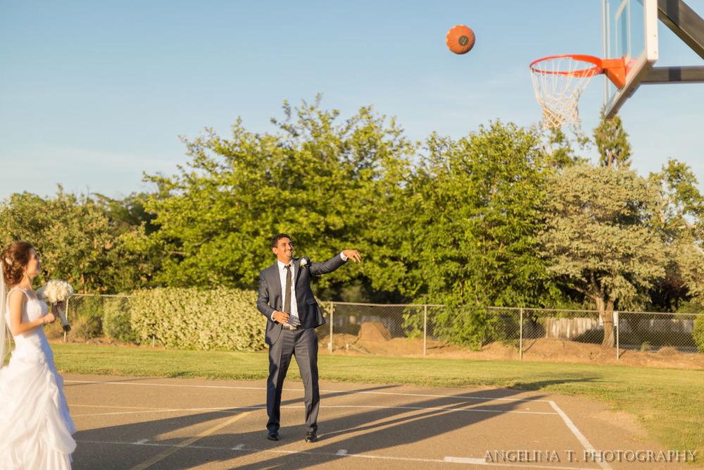 sacramento-wedding-photographer-15-groom-shooting-basketball.jpg