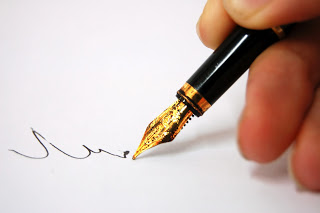 a-thoughtfull-pen-writing-3647581-2560-1702.jpg
