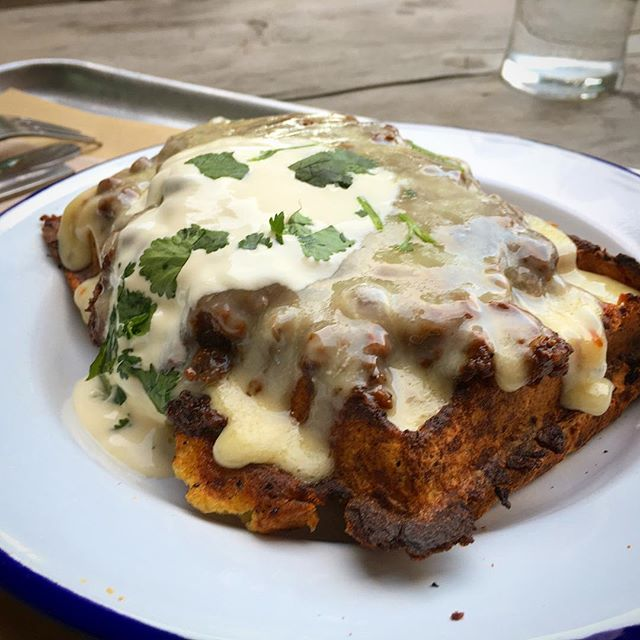 It's all about the chilli cheese potato waffle! Our waffles are made with #local #desireepotatoes #handchurned #grassfed #buttermilk and #organiceggs and our #chilli with #vineripened #tomatoes #organic #sussexbeef spices from @brighton_chilli_shop_brighton  and topped with local sour cream and @highwealddairy #stgilescheese it's available at the #hashhouse under #Brightonstation today and tomorrow #localfood #sussexfood #streetfood #waffles #brightonfood