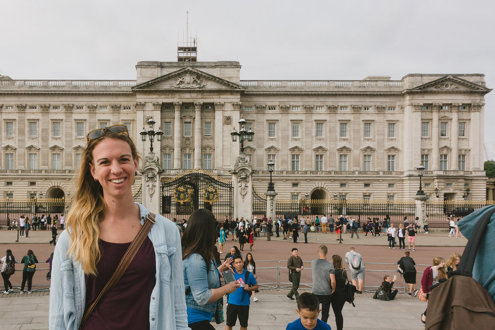 Tourists in front of Buckingham Palace.
